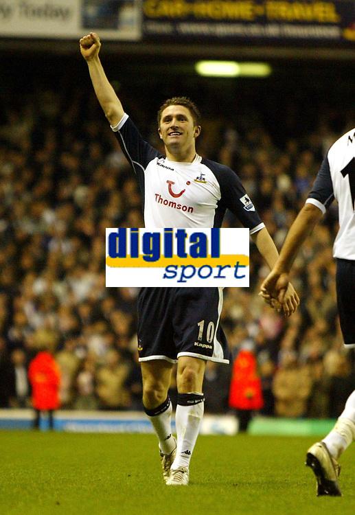 Photo: Chris Ratcliffe.<br />Tottenham Hotspur v Sunderland. The Barclays Premiership. 03/12/2005.<br />Robbie Keane celebrates his goal