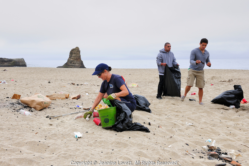 Save our shores clean up, Davenport Beach