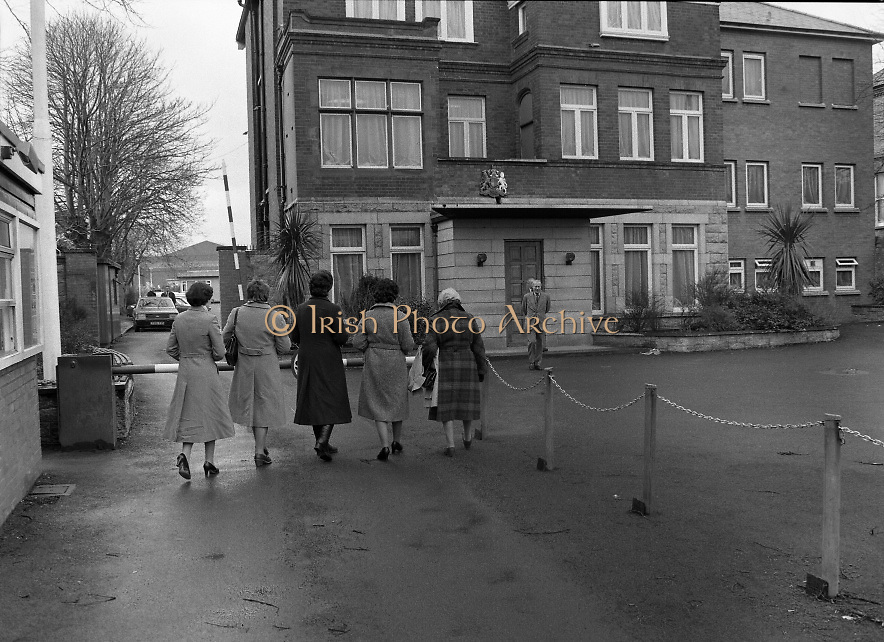 Farmers Wives and Daughters at British Embassy.1982.04.03.1982 .03.04.1982.4th March 1982.Picture taken as Sir Leonard Figg, The British Ambassador, awaits.