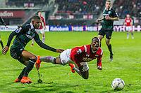 ALKMAAR - 20-02-2016, AZ - FC Groningen, AFAS Stadion, FC Groningen speler Juninho Bacuna veroorzaakt een penalty, AZ speler Ridgeciano Haps
