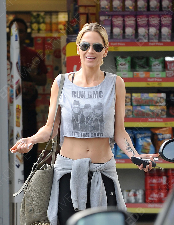 22.MARCH.2012. LONDON<br /> <br /> SARAH HARDING AT A PETROL STATION IN KENTISH TOWN<br /> <br /> BYLINE: EDBIMAGEARCHIVE.COM<br /> <br /> *THIS IMAGE IS STRICTLY FOR UK NEWSPAPERS AND MAGAZINES ONLY*<br /> *FOR WORLD WIDE SALES AND WEB USE PLEASE CONTACT EDBIMAGEARCHIVE - 0208 954 5968*