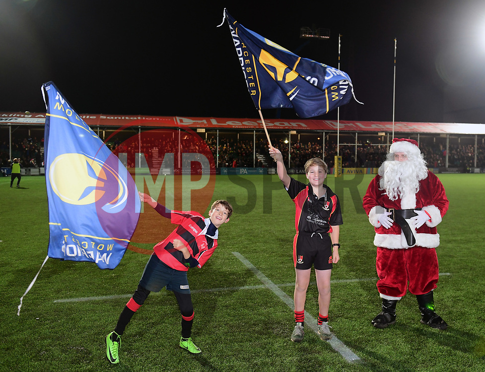 Santa drops the ball off in the centre of the pitch  - Mandatory by-line: Alex Davidson/JMP - 22/12/2017 - RUGBY - Sixways Stadium - Worcester, England - Worcester Warriors v London Irish - Aviva Premiership
