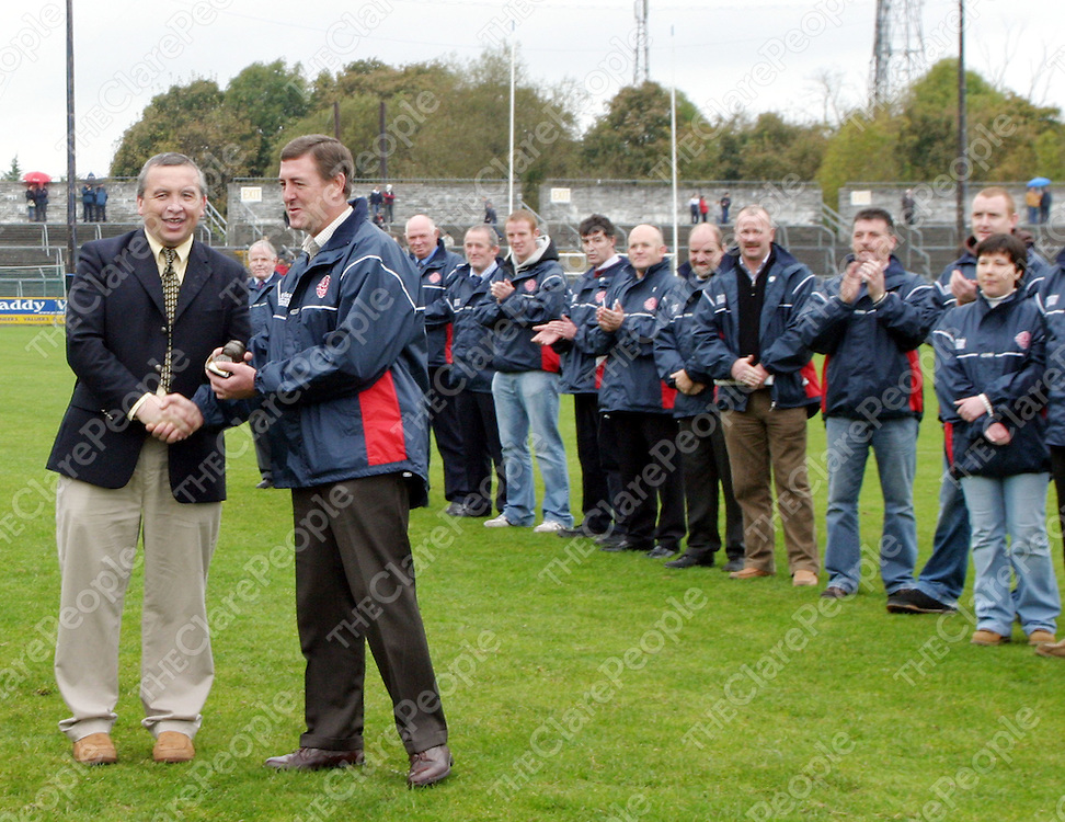 Chairman Michael McDonagh hands out trophies to members of the Eire Og championship winning team 25 years ago.<br /> <br /> Photograph by Yvonne Vaughan.