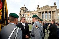 20 JUL 2008, BERLIN/GERMANY:<br /> Franz Josef Jung, CDU, Bundesverteidigungsminister, gratuliert den Soldaten, Feierliches Geloebnis von Rekruten des Wachbataillons der Bundeswehr auf dem Platz der Republik vor dem Reichstagsgebaeude<br /> KEYWORDS: Soldat, Soldaten, Deutscher Bundestag, Oeffentliches Geloebnis, Öffentliches Gelöbnis, Vereidigung, Rekrutengelöbnis, Reichstag, Reichstagsgebäude<br /> IMAGE: 20080720-01-024