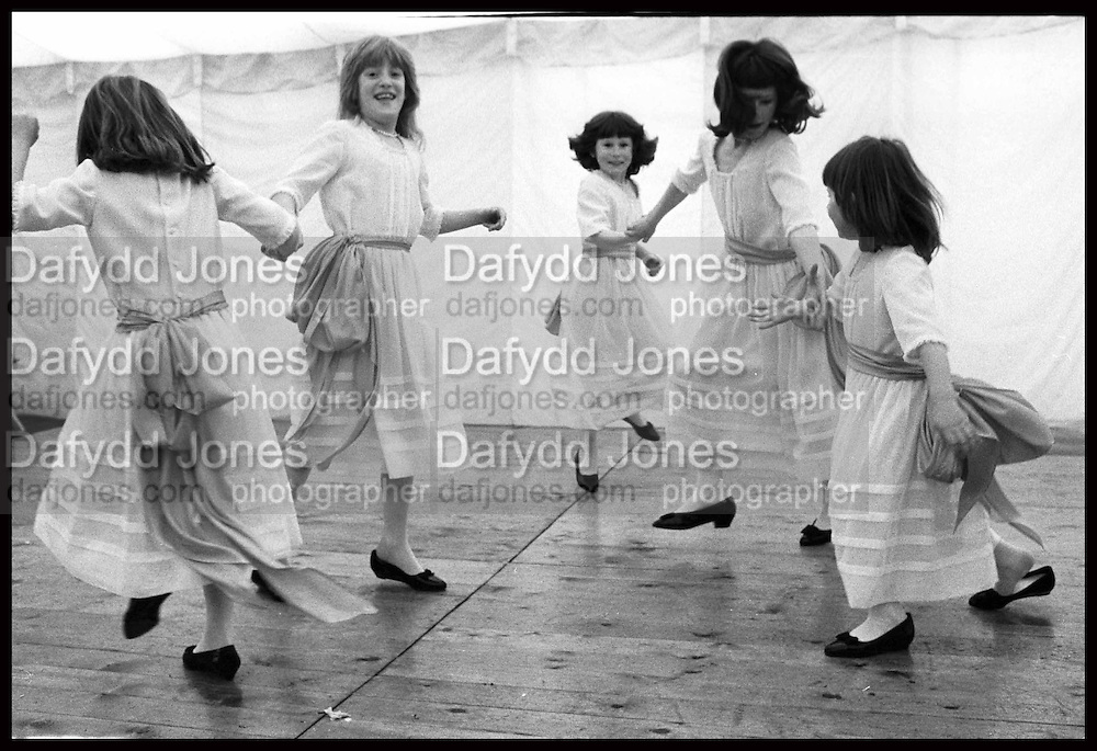 Bridesmaids at the wedding of Thoby Young and the Hon Josephine Keyes, Wateringbury, 25.04.87© Copyright Photograph by Dafydd Jones 66 Stockwell Park Rd. London SW9 0DA Tel 020 7733 0108 www.dafjones.com