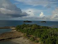 El archipi&eacute;lago de las Perlas (tambi&eacute;n islas de las Perlas) son un grupo de alrededor de 39 islas y 100 islotes (muchas de ellas son peque&ntilde;as y deshabitadas) ubicadas en el coraz&oacute;n del golfo de Panam&aacute;, a unos 48 km de las costas del istmo de Panam&aacute; y con una superficie total de 1.165 km?, Administrativamente todo el archipi&eacute;lago pertenece al distrito de Balboa, dentro de la provincia de Panam&aacute;.<br /> <br /> El nombre proviene de la abundancia de perlas que exist&iacute;a en la zona, durante el per&iacute;odo de dominio espa&ntilde;ol. En esta zona se hall&oacute; la famosa Perla Peregrina que posey&oacute; Felipe II y que tambi&eacute;n fuera propiedad de la actriz Elizabeth Taylor, hasta su fallecimiento en el a&ntilde;o 2011.<br /> <br /> Por su incre&iacute;ble cantidad y diversidad de peces y especies marinas, este archipi&eacute;lago es considerado uno de los mejores lugares de pesca deportiva en el mundo.<br /> <br /> &copy;Alejandro Balaguer/Fundaci&oacute;n Albatros Media.