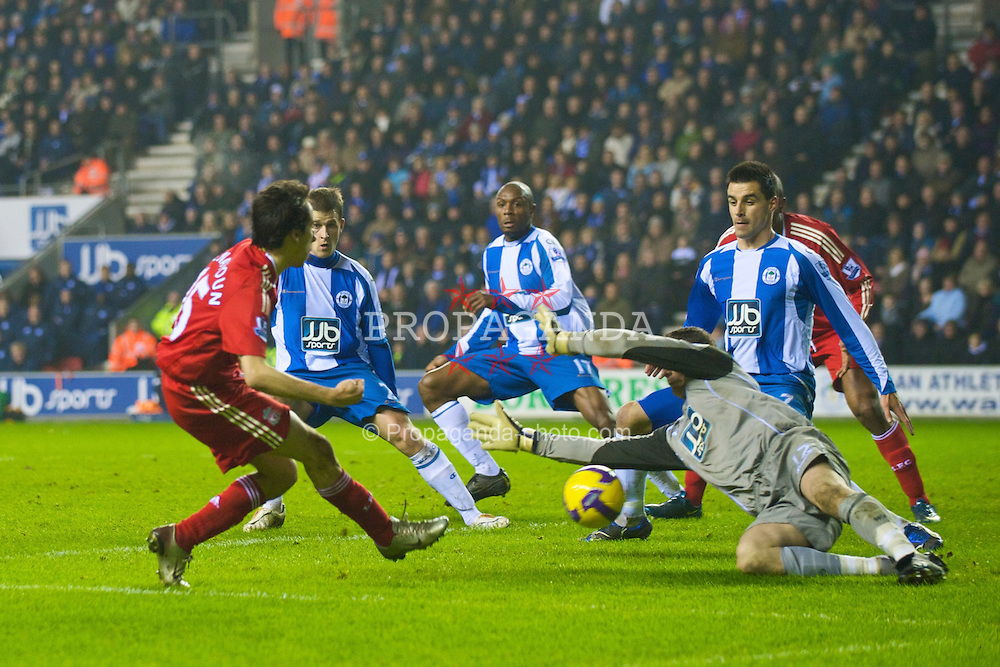 WIGAN, ENGLAND - Wednesday, January 28, 2009: Liverpool's Yossi Benayoun is denied by Wigan Athletic's goalkeeper Mike Pollitt during the Premiership match at the JJB Stadium. (Mandatory credit: David Rawcliffe/Propaganda)