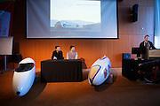 Het Human Power Team Delft en Amsterdam (HPT) en Elan Racing Team presenteren de rijders die in september een poging gaan wagen het wereldrecord mensaangedreven voertuigen te verbreken. Dat staat nu op 133 km/h. Voor HPT gaan Sebastiaan Bowier (links) en Wil Baselemans (rechts) rijden, Elan Racing Team heeft Jan Bos, Johanneke Vis en Ellen van Vugt rijden.<br /> <br /> The Human Power Team Delft and Amsterdam (HPT) and Elan Racing Team are presenting the cyclists for the record attempt with human powered vehicles. Sebastiaan Bowier (left) and Wil Baselmans (right) will ride for the HPT, Jan Bos, Ellen van Vugt and Johanneke Vis will ride for the Elan Racing Team.