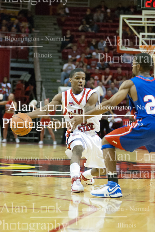 02 December 2006: Keith &quot;Boo&quot; Richardson extends for a side arm pass.  In a non-conference game, the Mavericks of University of Texas at Arlington lost to the Redbirds home 86-61. The win was the 5th in a row for the Redbirds, the longest winning streak in 6 years. the game was played at Redbird Arena in Normal Illinois on the campus of Illinois State University.<br />