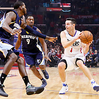 09 November 2015: Los Angeles Clippers guard J.J. Redick (4) looks to pass the ball past Memphis Grizzlies forward JaMychal Green (0) and Memphis Grizzlies guard Tony Allen (9) during the Los Angeles Clippers 94-92 victory over the Memphis Grizzlies, at the Staples Center, in Los Angeles, California, USA.
