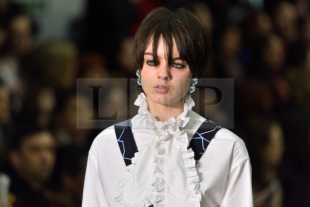 © Licensed to London News Pictures. 23/02/2016.  Model on the catwalk at the ASHLEY WILLIAMS show at the London Fashion Week Autumn/Winter 2016 show. Models, buyers, celebrities and the stylish descend upon London Fashion Week for the Autumn/Winters 2016 clothes collection shows. London, UK. Photo credit: Ray Tang/LNP