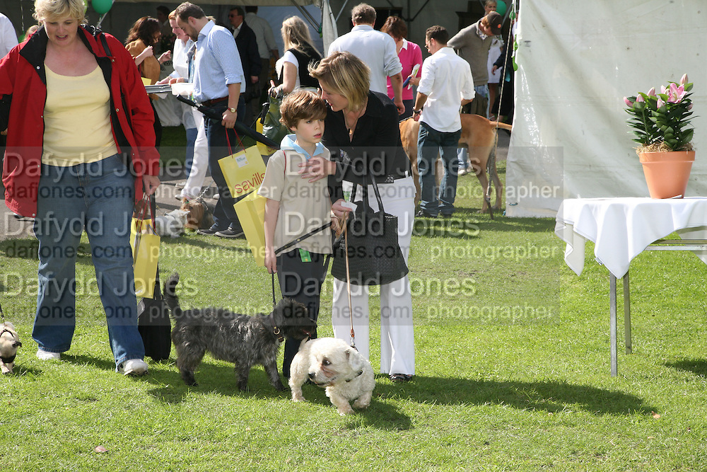 VISCOUNTESS LINLEY WITH HER SON CHARLES AND SMUDGE AND SHAGGY, Sixth Macmillan Dog Day for Macmillan Cancer Support, Supported by Savills. Royal Hospital Chelsea, London, SW3. 3 July 2007. -DO NOT ARCHIVE-© Copyright Photograph by Dafydd Jones. 248 Clapham Rd. London SW9 0PZ. Tel 0207 820 0771. www.dafjones.com.