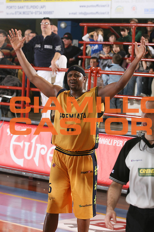 DESCRIZIONE : Porto San Giorgio Lega A1 2006-07 Premiata Montegranaro Benetton Treviso <br /> GIOCATORE : Slay <br /> SQUADRA : Premiata Montegranaro <br /> EVENTO : Campionato Lega A1 2006-2007 <br /> GARA : Premiata Montegranaro Benetton Treviso <br /> DATA : 11/03/2007 <br /> CATEGORIA : Delusione <br /> SPORT : Pallacanestro <br /> AUTORE : Agenzia Ciamillo-Castoria/G.Ciamillo