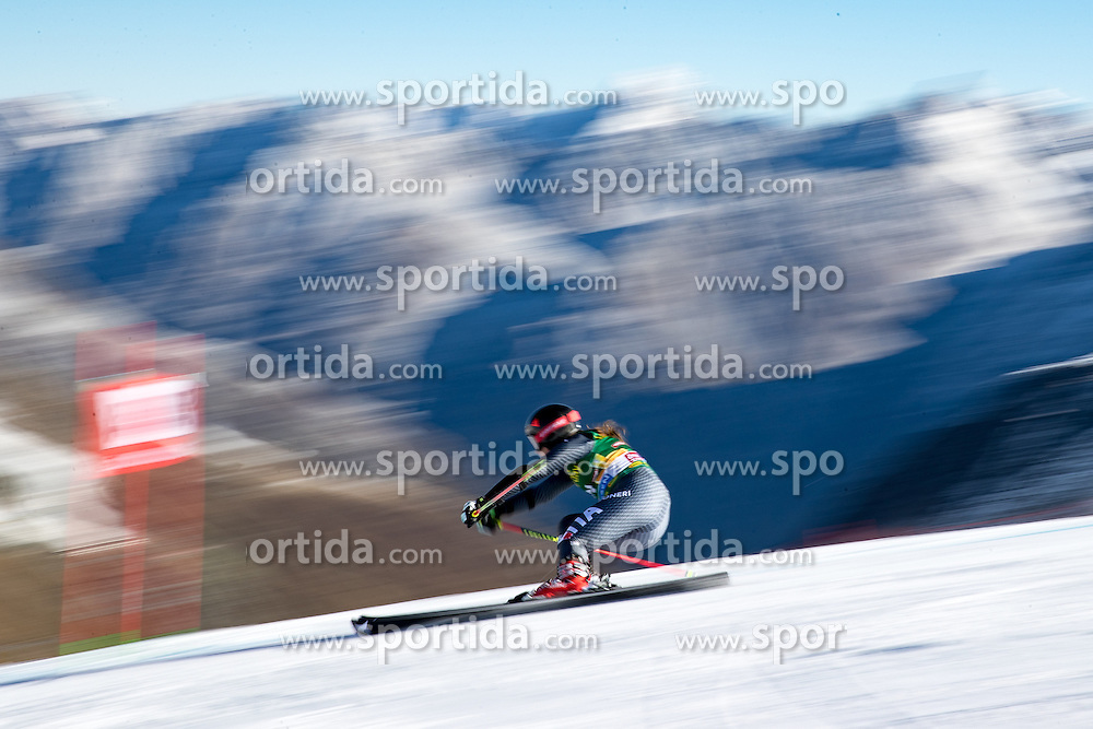 22.10.2016, Rettenbachferner, Soelden, AUT, FIS Weltcup Ski Alpin, Soelden, Riesenslalom, Damen, 1. Durchgang, im Bild Sofia Goggia (ITA) // Sofia Goggia of Italy in action during 1st run of ladies Giant Slalom of the FIS Ski Alpine Worldcup opening at the Rettenbachferner in Soelden, Austria on 2016/10/22. EXPA Pictures © 2016, PhotoCredit: EXPA/ Johann Groder