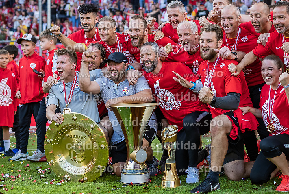 26.05.2019, Red Bull Arena, Salzburg, AUT, 1. FBL, FC Red Bull Salzburg Meisterfeier, im Bild Betreuer des FC Red Bull Salzburg jubeln mit dem Meisterteller, Trainer Marco Rose (FC Red Bull Salzburg) // during the Austrian Football Bundesliga Championsship Celebration at the Red Bull Arena in Salzburg, Austria on 2019/05/26. EXPA Pictures © 2019, PhotoCredit: EXPA/ JFK