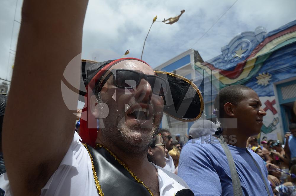 OLINDA, PE, 09.02.2016 - CARNAVAL-PE - Foliões aproveitam o último dia do Carnaval de Olinda (PE), nesta terça-feira (09). (Foto: Diego Herculano/Brazil Photo Press/Folhapress)