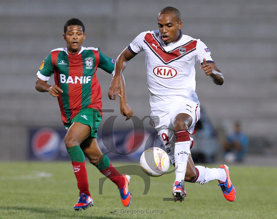 Portugal, Funchal, Madeira : Bordeaux's French forward Yoan Gouffran    vies with Maritimo's player Heldon during the UEFA Europa league football match CS Maritimo vs FC Girondins de Bordeaux on October 25, 2012 at the Barreiros stadium in Funchal..Photo Gregório Cunha