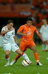 04-06-2005 VOETBAL: NEDERLAND-ROEMENIE: ROTTERDAM <br /> Het Nederlands elftal heeft weer een stap gezet richting het WK van volgend jaar in Duitsland. In Rotterdam werd Roemenië met 2-0 verslagen / Nigel de Jong<br /> ©2005-WWW.FOTOHOOGENDOORN.NL