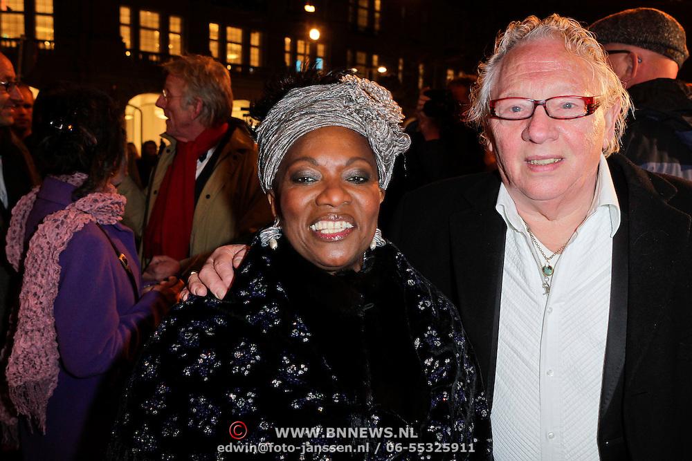 NLD/Amsterdam/20120313 - Inloop Boekenbal 2012, gerda Havertong en partner Roelof Lenten