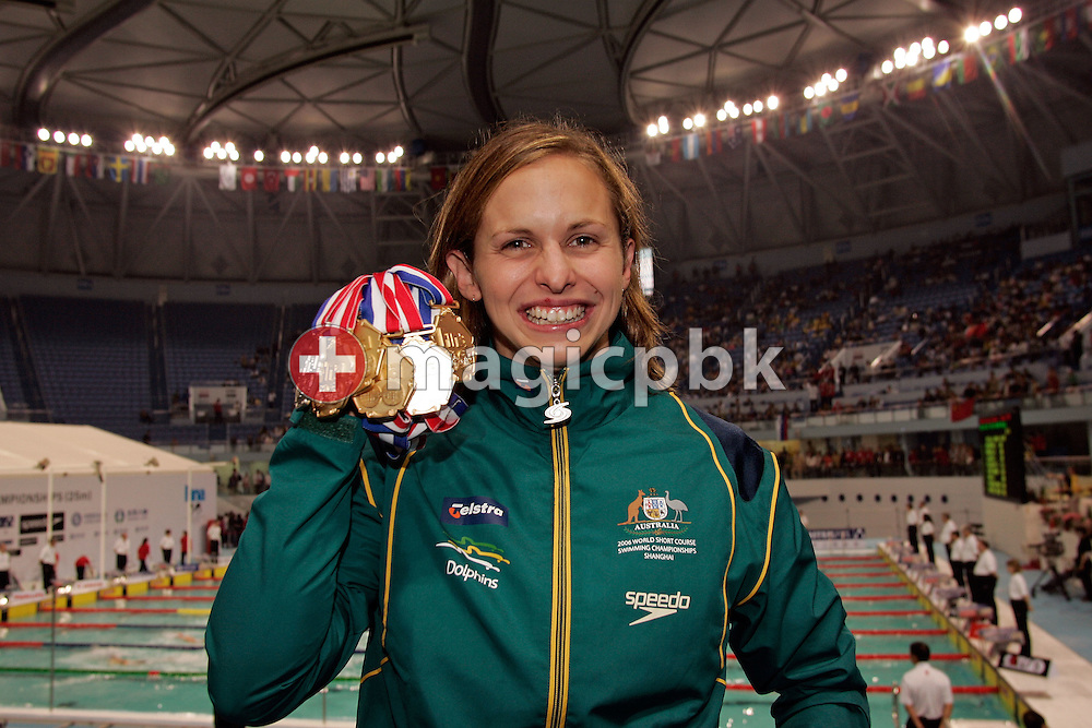 Lisbeth LENTON of Australia poses with her five gold medals and one silver medal during day five of the 8th FINA World Swimming Championships (25m) at Qi Zhong Stadium April 9, 2006 in Shanghai, China. (Photo by Patrick B. Kraemer / MAGICPBK)