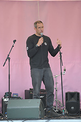 2012 Olympics gold medal-winning canoeist Etienne Stott addresses the gathered crowds in Marble Arch after he was arrested the previous night on Waterloo Bridge. <br /> <br /> Richard Hancox | EEm 22042019