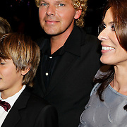 NLD/Amsterdam/20100412 - Premiere film de Gelukkige Huisvrouw, Heleen van Royen met partner Ton en kinderen Olivia met partner en Sam\