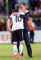 Fussball  International U 21 Europameisterschaft 2017 in Krakau 30.06.2017 Finale Deutschland - Spanien JUBEL Deutschland; Trainer Stefan Kuntz (re) umarmt Maximilian Arnold (Deutschland)