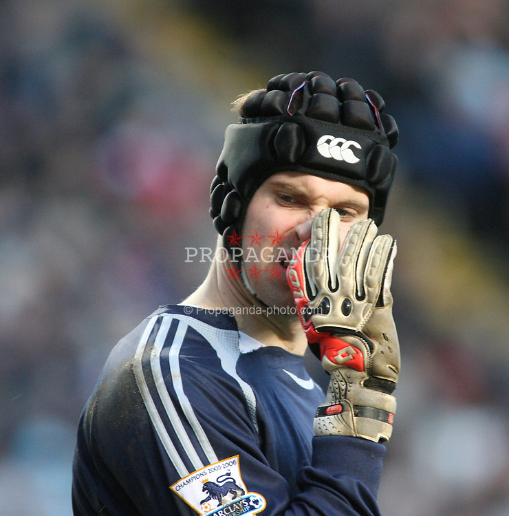 London, England - Tuesday, January 23, 2007: Chelsea's goalkeeper Peter Cech against Charlton Athletic during the Premiership match at the Valley. (Pic by Chris Ratcliffe/Propaganda)