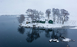 Loch Ossian, Scotland, UK. 28 January, 2020. View of snow covered landscape of Loch Ossian and Loch Ossian Youth Hostel in Highland Region. Snow fell continuously to a depth of 8 inches in the area on Tuesday. Iain Masterton/ Alamy Live News