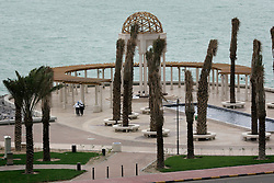 KUWAIT KUWAIT CITY SALMIYA 14MAR05 - Two Arab women walk along the coast promenade in Salmiya, Kuwait City...jre/Photo by Jiri Rezac..© Jiri Rezac 2005..Contact: +44 (0) 7050 110 417.Mobile:  +44 (0) 7801 337 683.Office:  +44 (0) 20 8968 9635..Email:   jiri@jirirezac.com.Web:     www.jirirezac.com..© All images Jiri Rezac 2005 - All rights reserved.