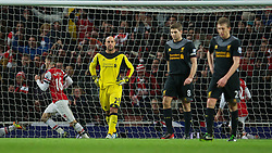 30.01.2013, Emirates Stadion, London, ENG, Premier League, FC Arsenal vs FC Liverpool, 24. Runde, im Bild Liverpool's goalkeeper Jose Reina looks dejected as Arsenal score the second goal to level the score 2-2 during the English Premier League 24th round match between Arsenal FC and Liverpool FC at the Emirates Stadium, London, Great Britain on 2013/01/30. EXPA Pictures © 2013, PhotoCredit: EXPA/ Propagandaphoto/ David Rawcliffe..***** ATTENTION - OUT OF ENG, GBR, UK *****