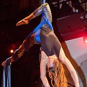 NLD/Amsterdam/20191114 - Uitreiking Esquires Best Geklede Man 2019,<br /> koord danseres, Caroline van Zijl
