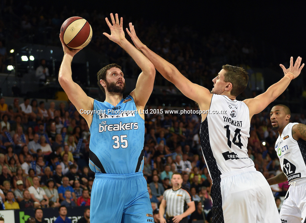 Alex Pledger in action during the SkyCity Breakers v Melbourne United match. 2014/15 ANBL Basketball Season. Vector Arena, Auckland, New Zealand. Sunday 18 January 2015. Copyright Photo: Andrew Cornaga / www.photosport.co.nz