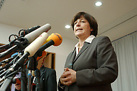 13 DEC 2002, BERLIN/GERMANY:<br /> Ulla Schmidt, SPD, Bundessozialministerin, waehrend einer Pressekonferenz nach der ersten Sitzung der Kommission, Bundesministerium fuer Gesundheit und Soziale Sicherung<br /> IMAGE: 20021213-01-015<br /> KEYWORDS: Mikrofon, microphone