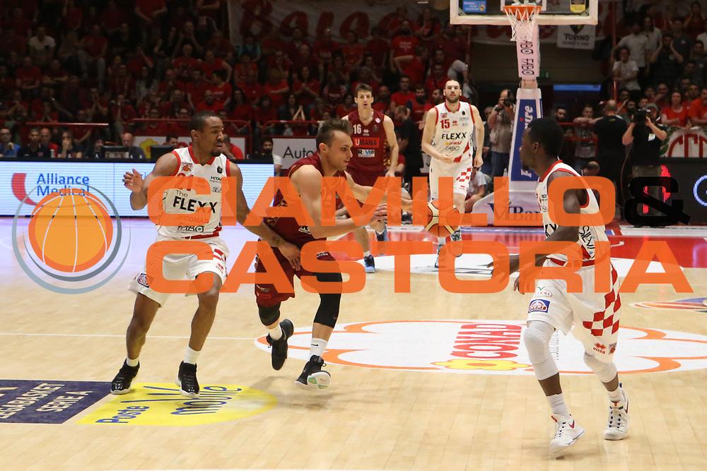 Stefano Tonut<br /> The Flexx Pistoia Umana Reyer Venezia<br /> Lega Basket Serie A 2016/2017<br /> Playoff Quarti di finale Gara 4<br /> Pistoia 19/05/2017<br /> Foto Ciamillo-Castoria