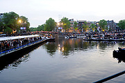 Koning Willem-Alexander, koningin M&aacute;xima en prinses Beatrix woonden maandagavond het traditionele 5 meiconcert bij op de Amstel in Amsterdam.<br /> <br /> King Willem-Alexander, Queen Maxima and Princes  Beatrix attended the traditional 5 meiconcert ( on liberatioon day ) at the Amstel River in Amsterdam.<br /> <br /> Op de foto/ On the photo:  Concert aan de amstel