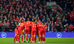 CARDIFF, WALES - Tuesday, November 19, 2019: Wales huddle as a team ahead of the final UEFA Euro 2020 Qualifying Group E match between Wales and Hungary at the Cardiff City Stadium. (Pic by Laura Malkin/Propaganda)