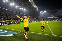 Bundesliga 2020: Borussia Dortmund - 1. FC Köln (5-1). Borussia Dortmunds Erling Braut Haaland (tv) jubler foran den gule veggen etter å ha satt inn 5-1 i bundesligakampen i fotball mellom Borussia Dortmund og 1. FC Köln på Signal Iduna Park. Mahmoud Dahoud til høyre.