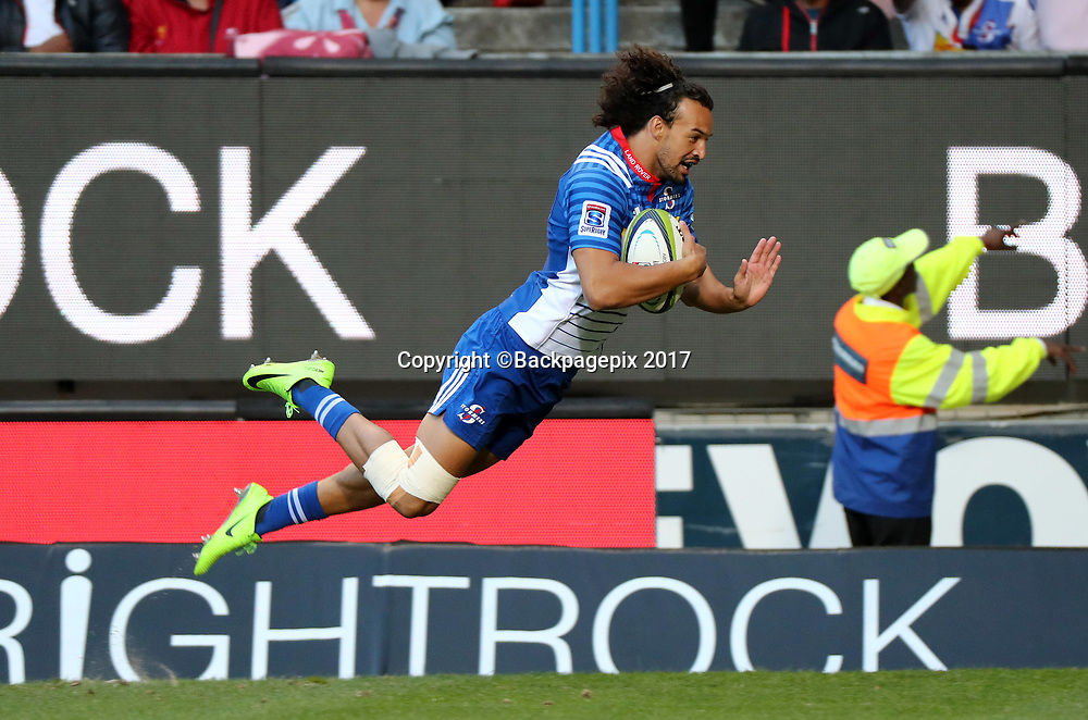 Dillyn Leyds of the Stormers scores a try during the 2017 Super Rugby match between the Stormers and the Lions at Newlands Stadium, Cape Town, 15 April 2017 ©Chris Ricco/BackpagePix / www.photosport.nz