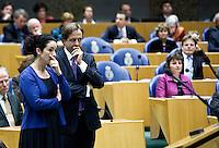 Nederland. Den Haag, 18 februari 2010.<br /> 23,31 uur, Halsema en Pechtold, oppositie<br /> Spoeddebat in de Tweede Kamer over de ontstane crisissituatie binnen het kabinet over Uruzgan, daags voor de val van het vierde kabinet Balkenende.<br /> Foto Martijn Beekman