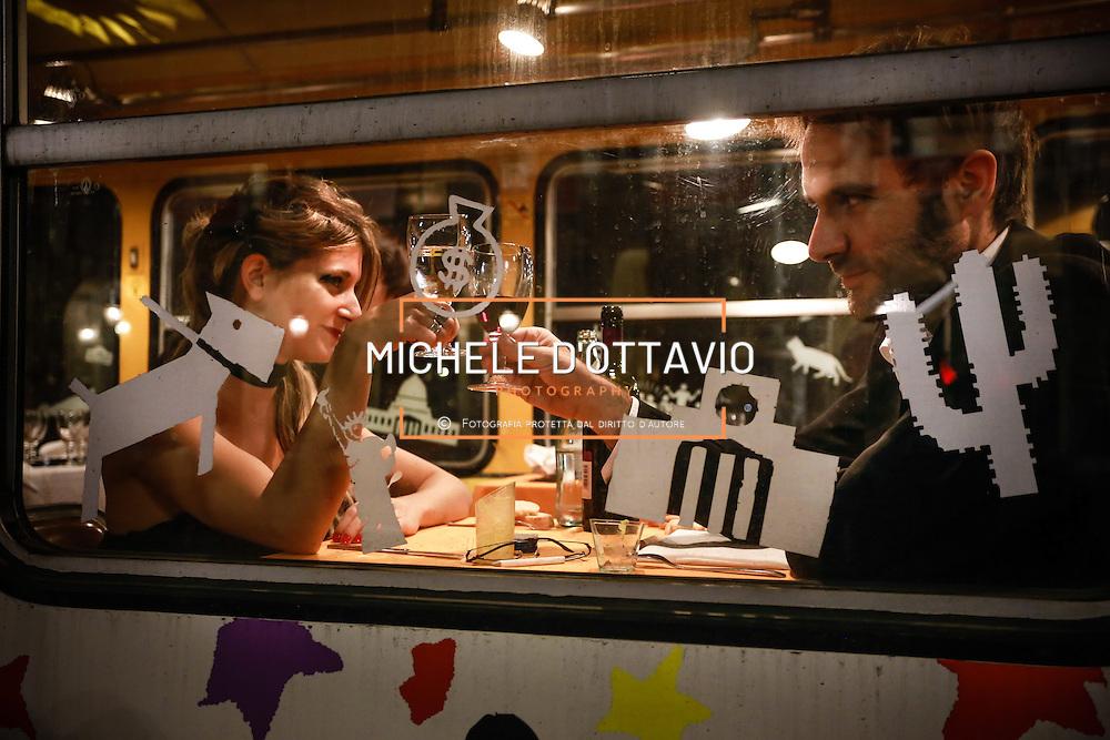 TORINO RISTOCOLOR IL TRAM DEL GUSTO..un tram vissuto non più come semplice mezzo di trasporto, ma come un piacevole e curioso salotto-ristorante, dal quale ammirare Torino comodamente seduti, godendo delle bellezze della città e gustando le innumerevoli proposte enogastronomiche di volta in volta suggerite