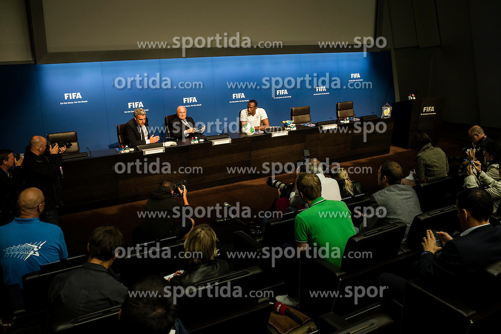 28.08.2013, FIFA Hauptsitz Zuerich, SUI, FIFA Pressekonferenz, im Bild Usain Bolt zu Besuch bei der FIFA; Uebersicht Pressekonferenz FIFA Praesident Josef S. Blatter und Usain Bolt (JAM) // during a pressconference at the FIFA Hauptsitz Zuerich, Switzerland on 2013/08/28. EXPA Pictures © 2013, PhotoCredit: EXPA/ Freshfocus/ Valeriano Di Domenico<br /> <br /> ***** ATTENTION - for AUT, SLO, CRO, SRB, BIH only *****