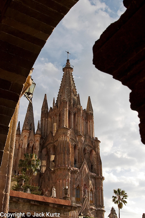 02 APRIL 2004 - SAN MIGUEL DE ALLENDE, GUANAJUATO, MEXICO: The bell tower on the Parroquia de San Miguel Arcangel, the main Catholic church in San Miguel de Allende, on the Plaza Principal, the main plaza in San Miguel de Allende, Guanajuato, Mexico. San Miguel has become a popular retirement community for US citizens, there are about 7,500 US citizens living permanently in San Miguel. PHOTO BY JACK KURTZ
