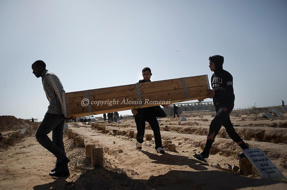 LIBIY, ADJABIYA. Libyan boys carring the casket  of an anti-Ghadafy supporter in Adjabiya cemetery, on March 03, 2011. ALESSIO ROMENZI