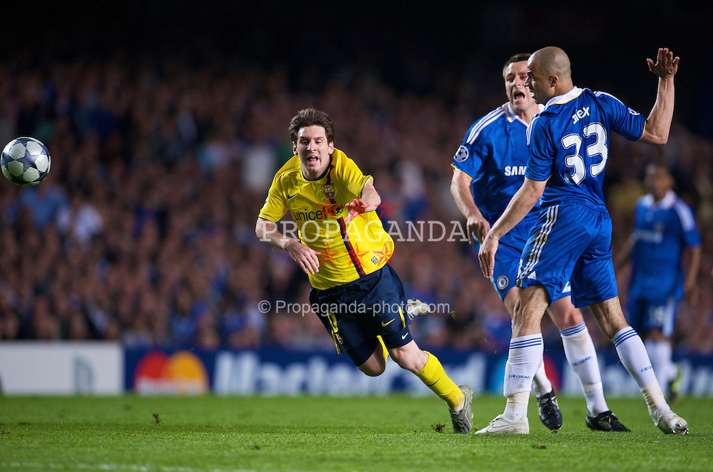 LONDON, ENGLAND - Wednesday, May 6, 2009: Chelsea's Alex professionally fouls Barcelona's Lionel Messi during the UEFA Champions League Semi-Final 2nd Leg match at Stamford Bridge. (Photo by David Rawcliffe/Propaganda)