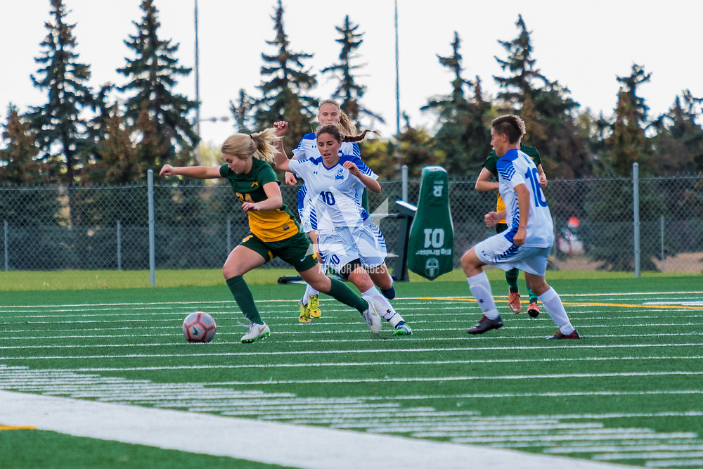 1st year Sally Bachmann (21) of the Regina Cougars in action during the Women's Soccer Home Game on September 24 at U of R Field. Credit Matt Johnson/©Arthur Images 2017