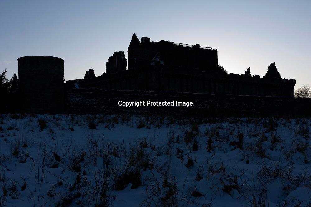 Edinburgh, Scotland. 6th January 2010. Craigmillar Castle covered of snow. Photos by Pako Mera.