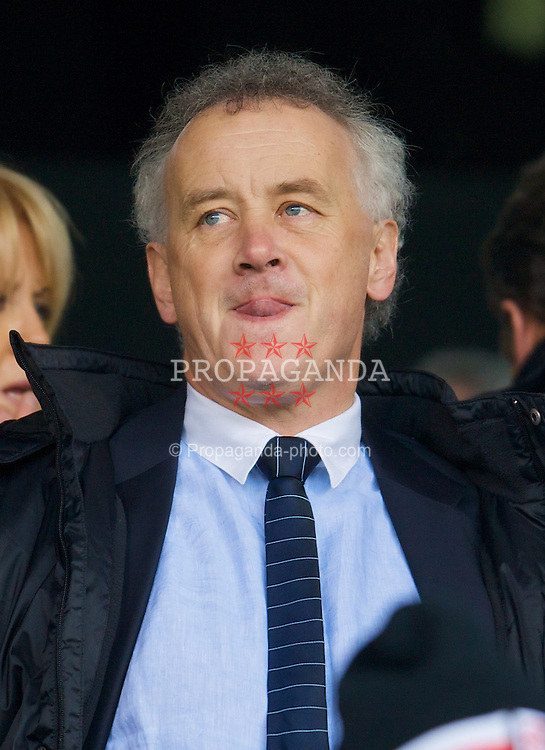 LONDON, ENGLAND - Saturday, April 19, 2008: Liverpool's Chief-Executive Rick Parry during the Premiership match against Fulham at Craven Cottage. (Photo by David Rawcliffe/Propaganda)
