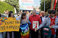 Roma 17 Aprile 2013.Manifestazione di solidarietà al nuovo presidente del Venezuela Maduro, davanti all'Ambasciata del Venezuela, contro i tentativi di colpo di stato,indetta da Rete No War, Ass. Italia-Cuba Roma, Amici Mezzaluna Rossa Palestinese.Con la camicia rossa l'ambasciatore venezuelano in Italia Juliàn Isaias Rodríguez Diaz.