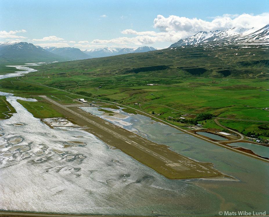 BIAR Akureyrarflugvöllur séð fram í Eyjafjörð 1989.BIAR Akureyri airport,